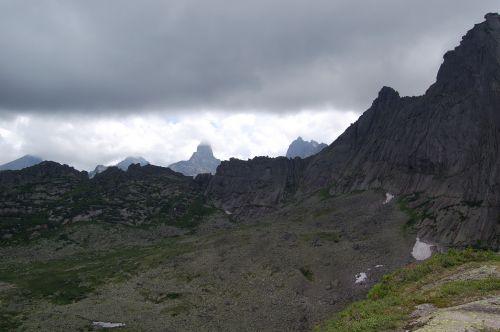 Вид с перевала Спящий Саян в сторону перевалов Тайгиш. Ергаки