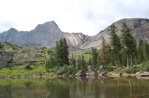 Озеро Лазурное. Вид в сторону перевала Спящий Саян. Ергаки
