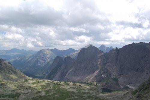 Вид на озеро Черное с перевала НКТ. Ергаки